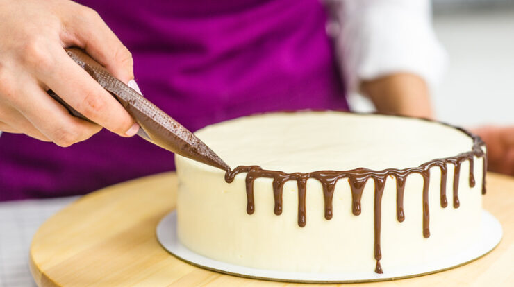 resist eating a cake